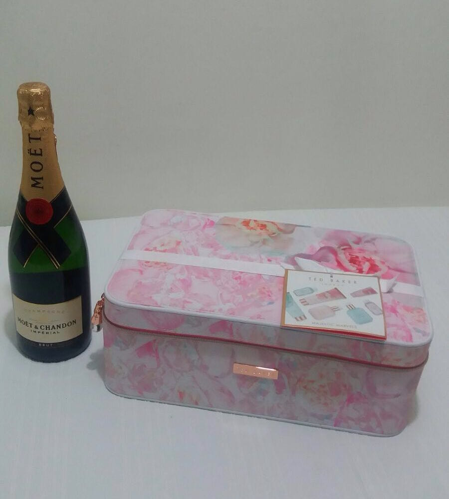 Ted-Baker-Spa-Pamper-with-Champagne